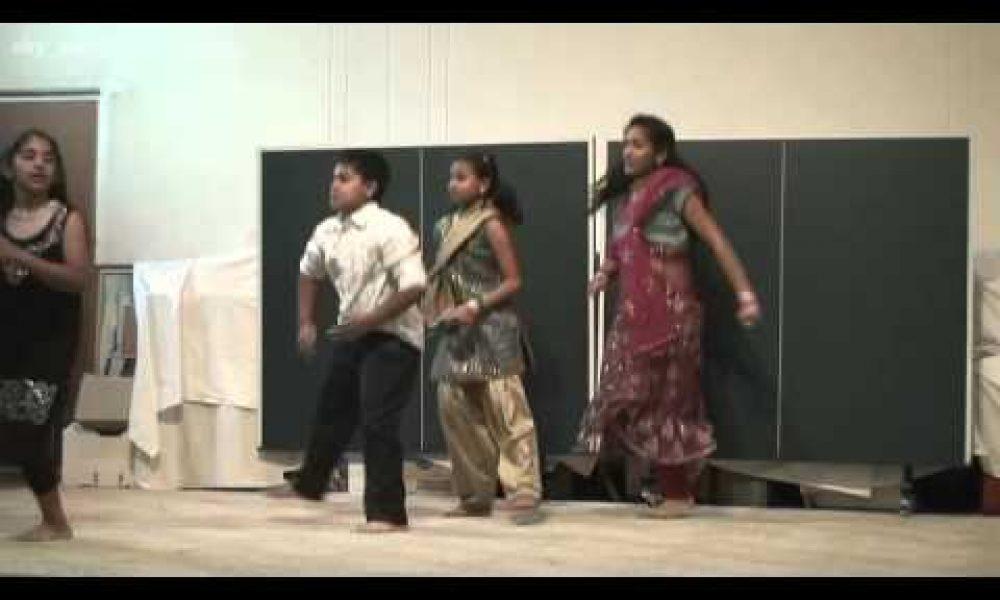 Wagga Wagga Christmas Celebration  2011 — Rimsha,PhebaJanvi,Sam