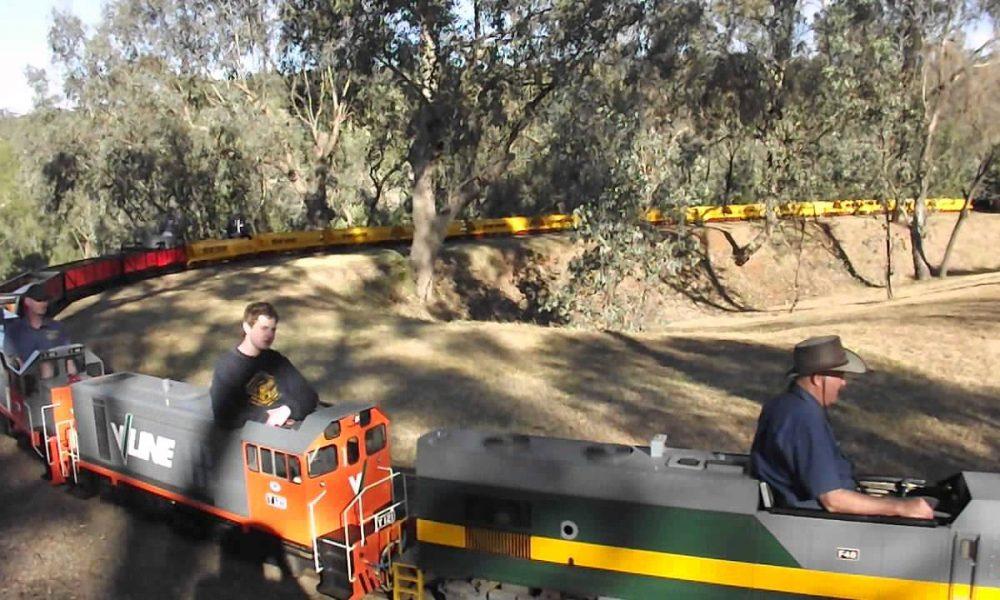 Long Train at the Wagga Wagga Miniature Railway's Museum Loop