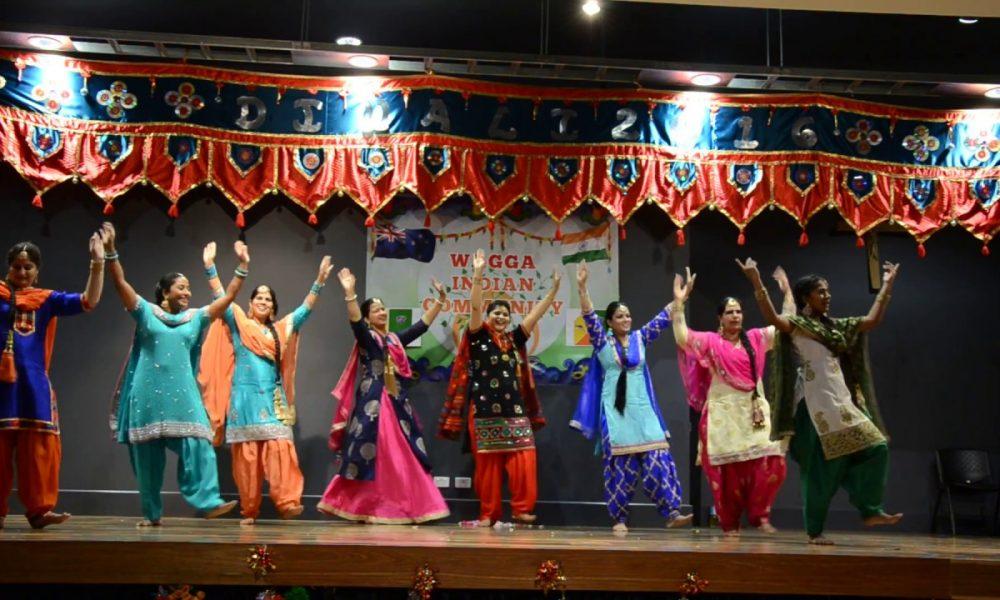 Wagga Indian girls performing on diwali 2016 function