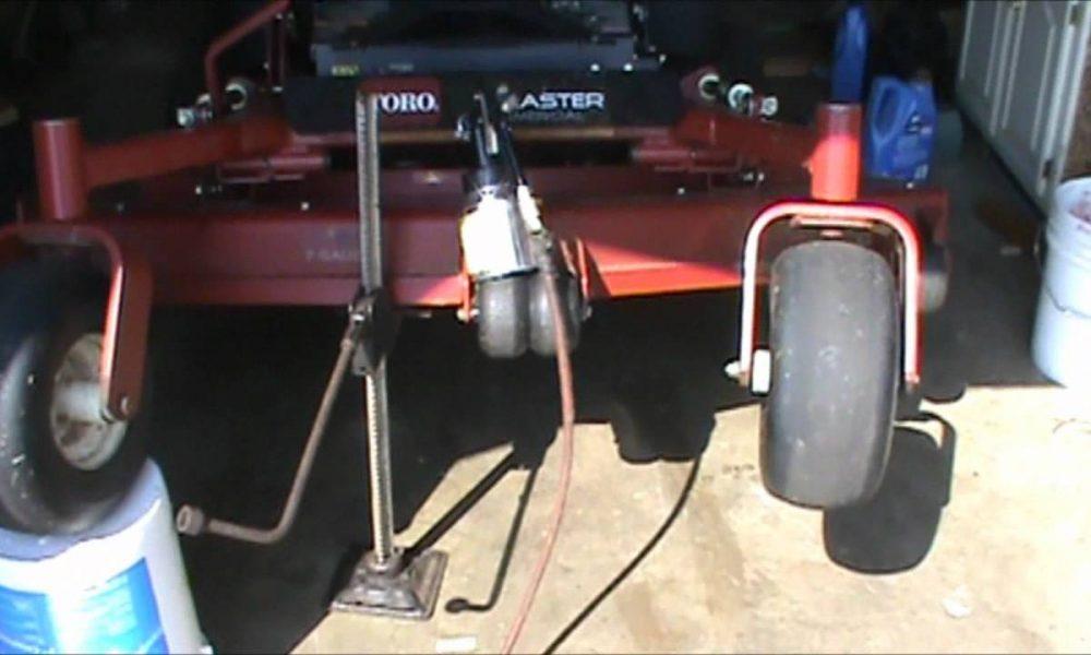 Zero Turn Mower Fluid film v. WD40 Mower Deck grass sticking Part1