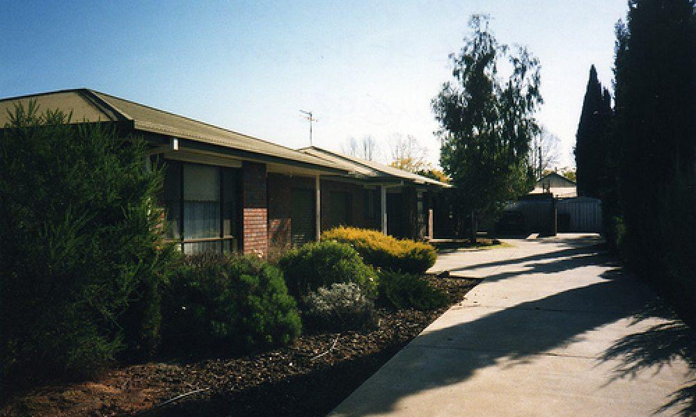 009 3/11 Lampe Avenue Wagga Wagga NSW Australia June 1998