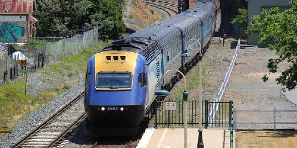 10 November 2016 XPT 2002 2014  arriving Wagga Wagga